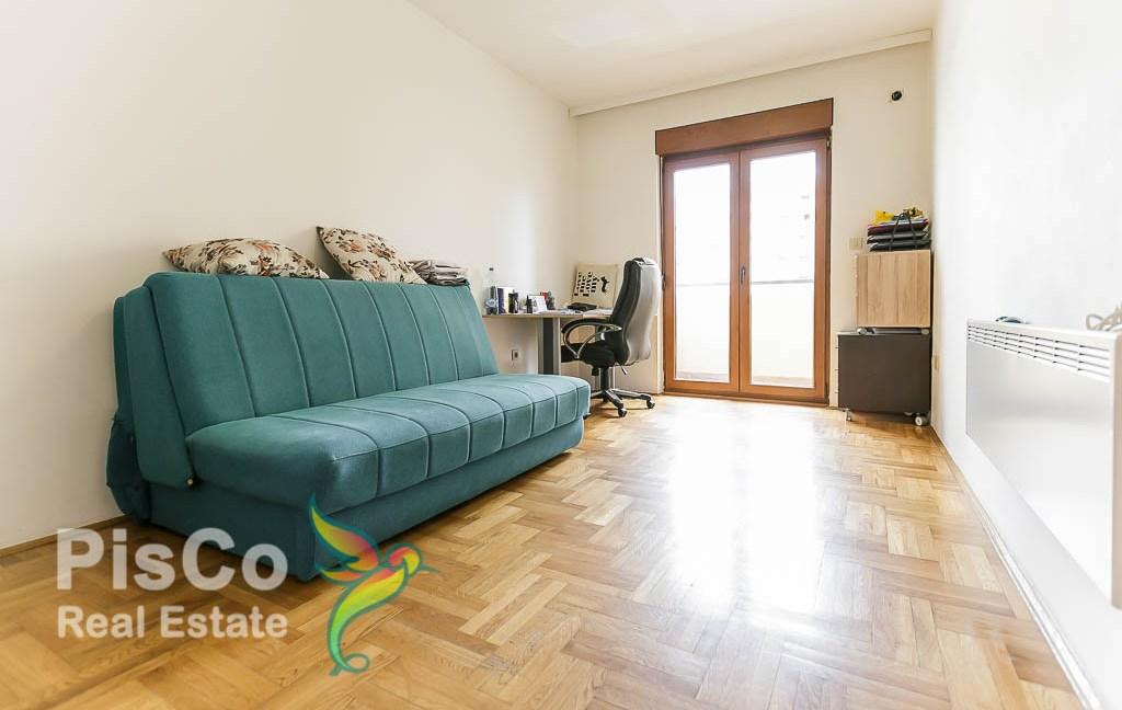 Izdaje se dvosoban stan na Starom Aeorodromu | Podgorica