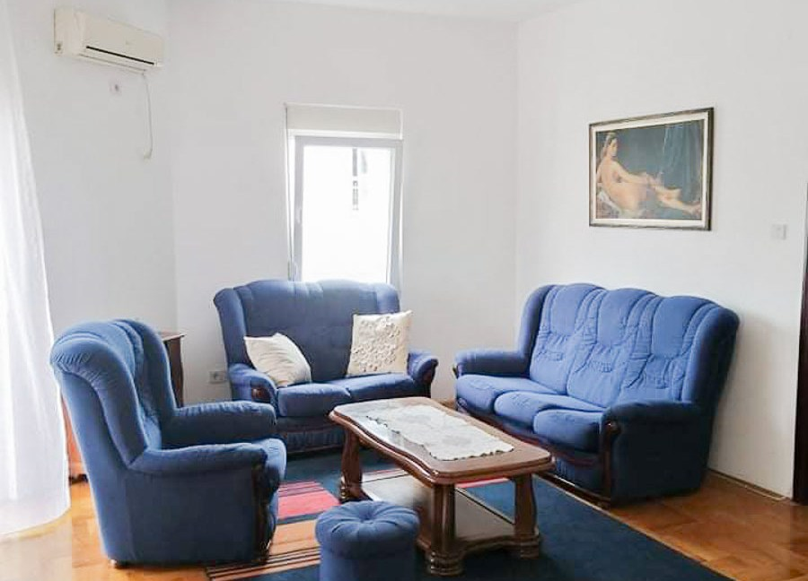 Izdaje se dvosoban stan kod Krivog mosta   Podgorica
