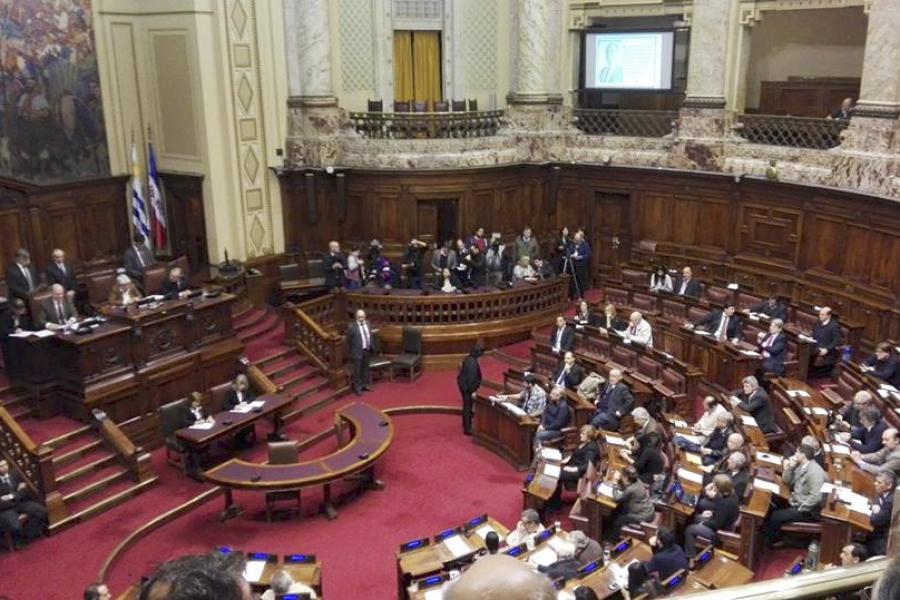 El Poder Legislativo con mucho respeto y emoción conmemoró los 50 años de unidad del movimiento sindical
