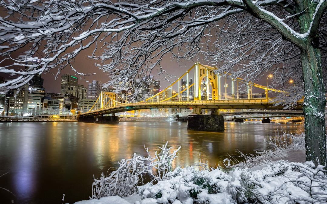 7 Great Pittsburgh Views Perfect for Your Family Holiday Card