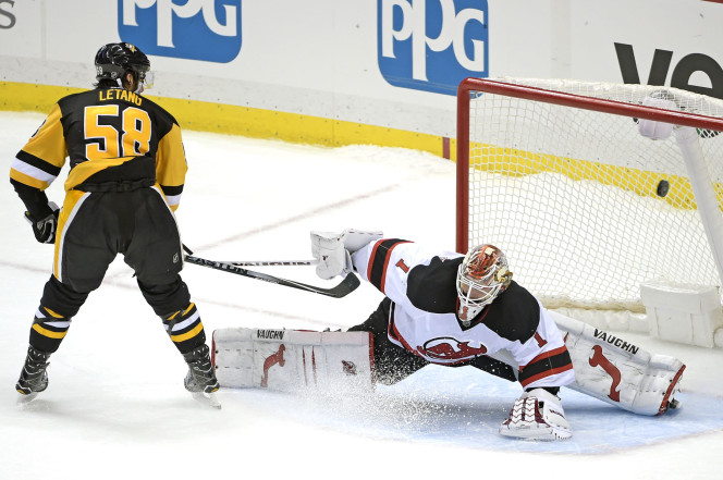 Crosby's last-second goal helps Penguins topple Devils