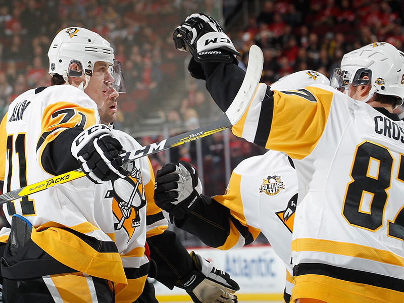 Crosby continues to shine, Penguins beat Devils 5-2