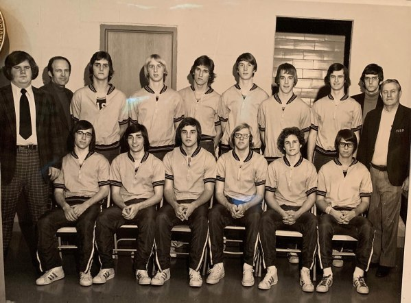 1973-1974 Basketball state title team picture