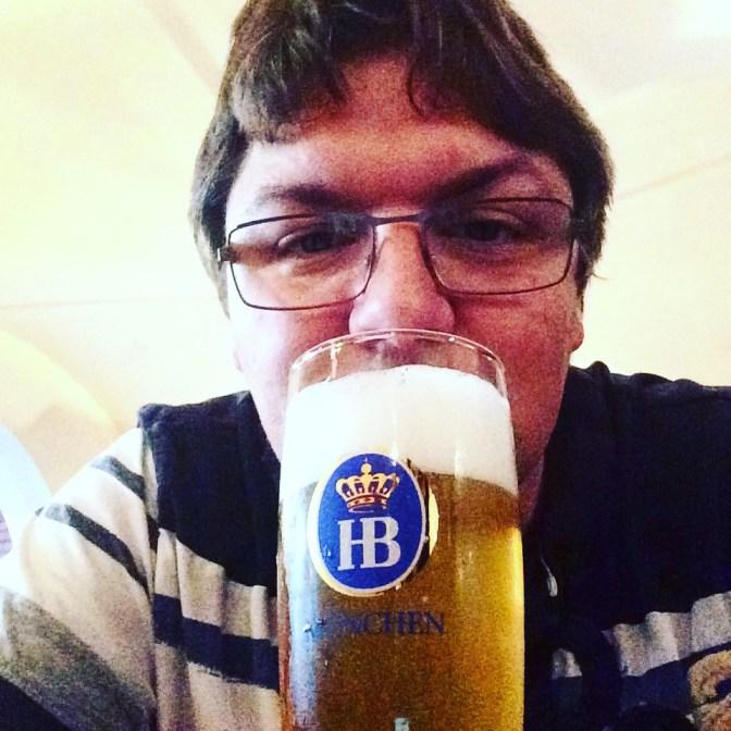 Un servidor de ustedes....cervezando...basket y cerveza...acaso hay combinación mejor???