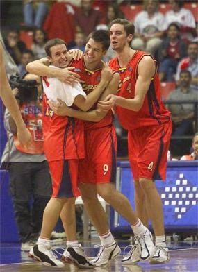 Fuente: marca.com Raúl, Felipe y Pau...2 han llegado a la NBA, uno incluso ha ganado varios anillos, y lo curioso, Pau no era ni de lejos el bueno de esos juniors de oro