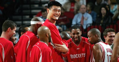 Fuente: Sopitas.com HOUSTON - NOVEMBER 2:  Center Yao Ming #11 and Tracy McGrady #1 of the Houston Rockets share a laugh before a game against the Sacramento Kings on November 2, 2005 at the Toyota Center in Houston, Texas.  NOTE TO USER:  User expressly acknowledges and agrees that, by downloading and or using this Photograph, user is consenting to the terms and conditions of the Getty Images License Agreement.  (Photo by Ronald Martinez/Getty Images)