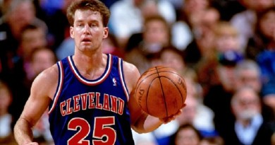 PORTLAND, OR - 1994: Mark Price #25 of the Cleveland Cavaliers dribbles against the Portland Trailblazers during a game played circa 1994 at Memorial Coliseum in Portland, Oregon. NOTE TO USER: User expressly acknowledges and agrees that, by downloading and or using this photograph, User is consenting to the terms and conditions of the Getty Images License Agreement. Mandatory Copyright Notice: Copyright 1994 NBAE (Photo by Brian Drake/NBAE via Getty Images)