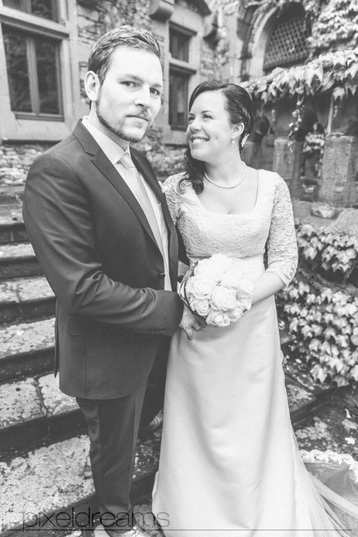 Und wieder schaut sie ihn verliebt an. Hochzeitsfotograf NRW Deutschland