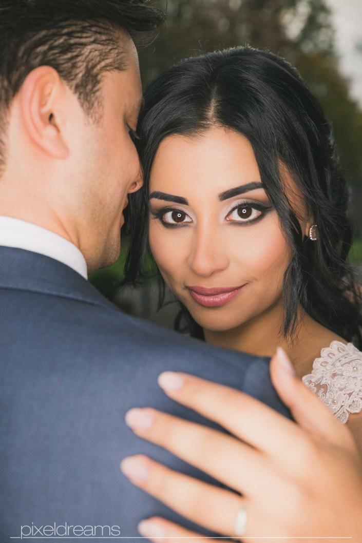 Hübsche Braut mit wundervollem Brautmakeup, smokey eyes, ringblitz, makroblitz, Hochzeitsfotograf Pixeldreams in Westerholt Herten Altstadt