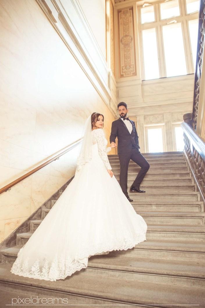 Saal Brautpaar Braut Brautkleid Hochzeit Hochzeitsfoto Türkischer Hochzeitsfotograf Fotograf Stadthalle Wuppertal Treppenhaus Pixeldreams