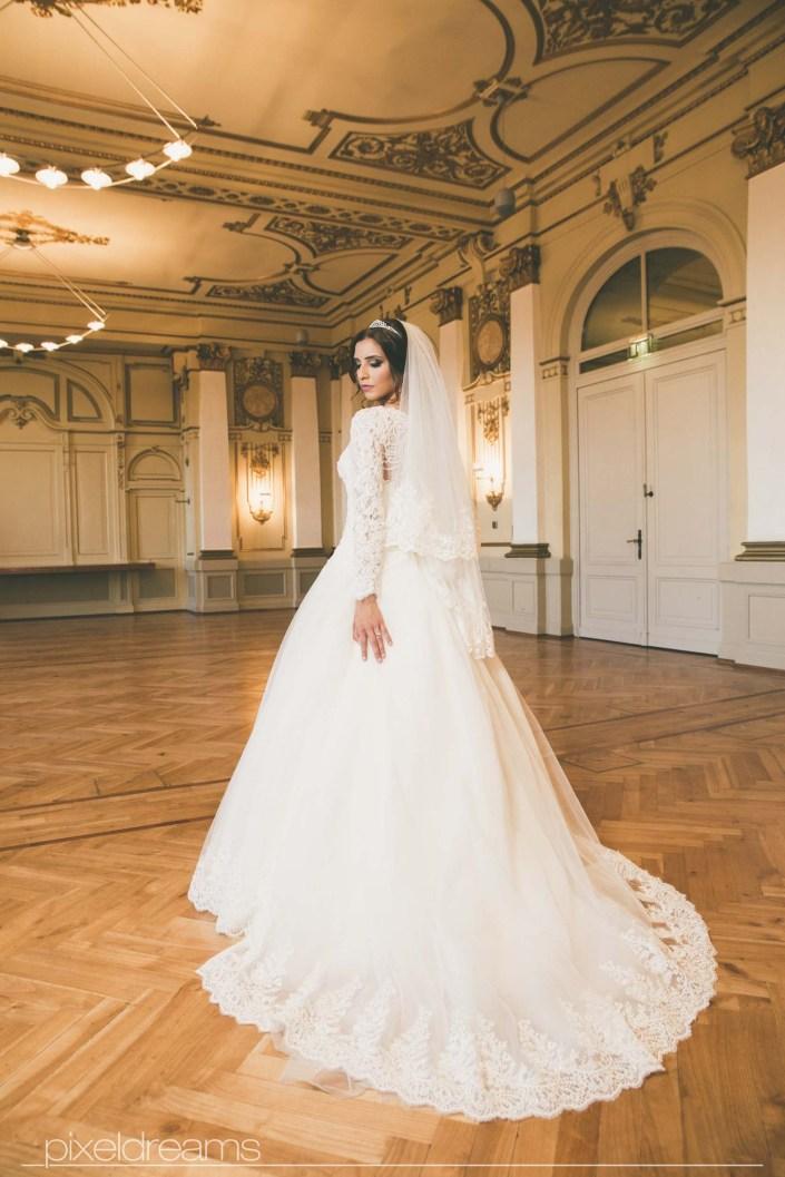 Hochzeitsfoto Stadthalle Wuppertal Braut Brautkleid Saal Hochzeitsfotograf Türkischer Hochzeitsfotograf Fotograf Hochzeit Pixeldreams