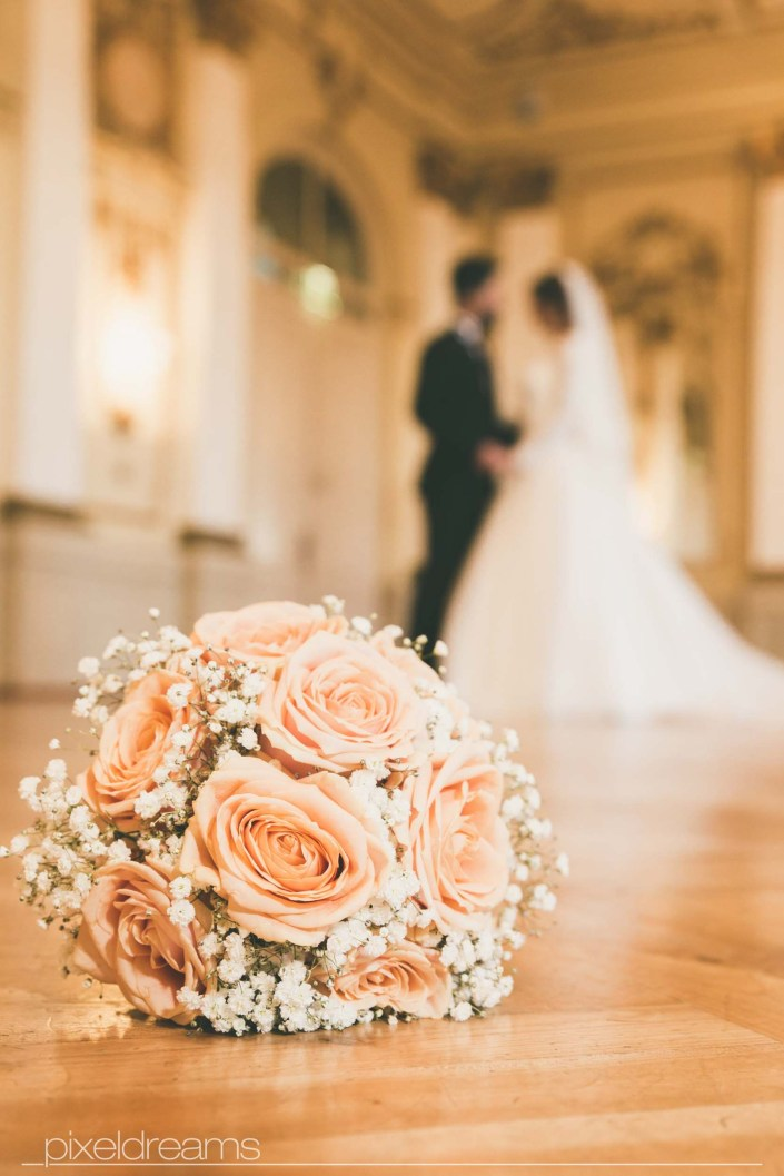 Saal Brautstrauss Blumenstrauss Brautgesteck Blumengesteck Bouqet Brautpaar Hochzeitsfoto Türkischer Hochzeitsfotograf Fotograf Stadthalle Wuppertal
