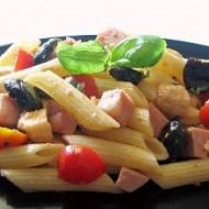 Pasta Fredda con Pomodori, Mozzarella, Olive Nere e Mortadella