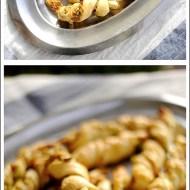Sticks di Sfoglia con Pancetta, Pecorino e Pistacchi