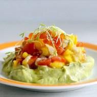 Tartara di Branzino, Mango e Pomodorini con Uova di Salmone e Germogli su Crema di Avocado