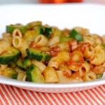 Le Pipe Rigate della Tina (con Pomodoro, Pancetta e Zucchine)