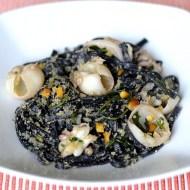 Tagliolini al Nero di Seppia con Seppioline, Rucola, Arancia e Briciole Croccanti
