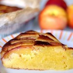 Torta di Farina di Mandorle con Cioccolato Bianco e Pesche Noci