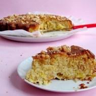 Torta Morbida al Cioccolato Bianco con Ananas e Noci di Macadamia