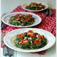 Agretti al Limone con Pomodorini Semisecchi, Pinoli e Olive Taggiasche