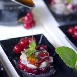 Tartarine di Mormora, Ribes Rossi e Nepitella con Sale Nero delle Hawaii e Riduzione di Aceto Balsamico Bianco