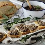 Crostini Neri (Fegatini di Pollo Toscani)