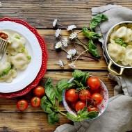 Ravioli al Basilico (Senza Uova) Ripieni di Pomodoro con Emulsione di Acqua di Pomodoro e Olio all'Acciuga