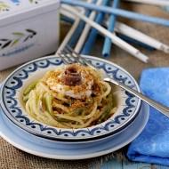 Spaghetti alla Chitarra con Puntarelle, Alici Fresche, Stracciatella e Briciole Croccanti