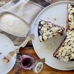 Schwarzplententorte: Torta di Grano Saraceno con Mandorle e Confettura di Mirtilli Rossi