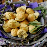 Madeleines al Parmigiano con Salvia e Pepe Nero