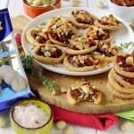 Pizzette di Sfoglia di Ricotta alle Erbe con Pomodori Secchi, Noci di Macadamia e Origano Fresco