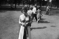 winogrand-women-4262