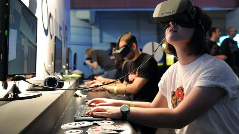 Qual a diferença entre realidade aumentada e realidade virtual?