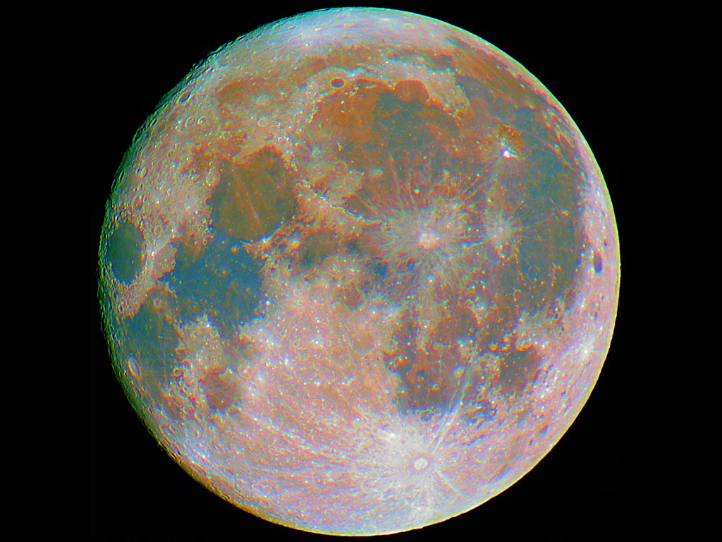 La superficie lunare è multicolore - Clicca per ingrandire