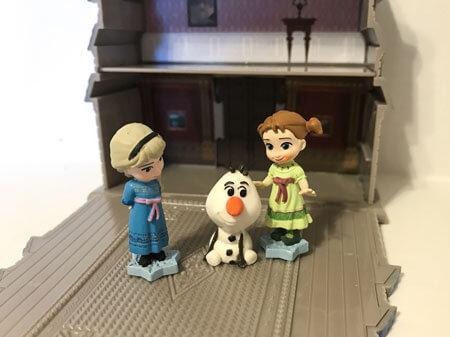 Elsa, Anna, and Olaf Mini Figures.