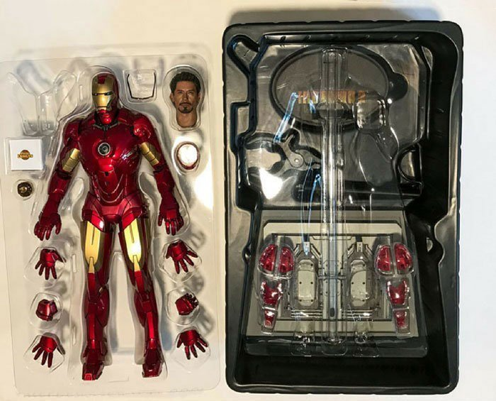Unboxing Iron Man Mark IV from Hot Toys.