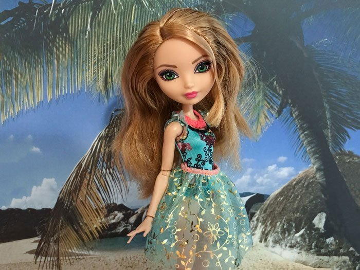 Ever After High Doll Review: Mirror Beach Ashlynn Ella.