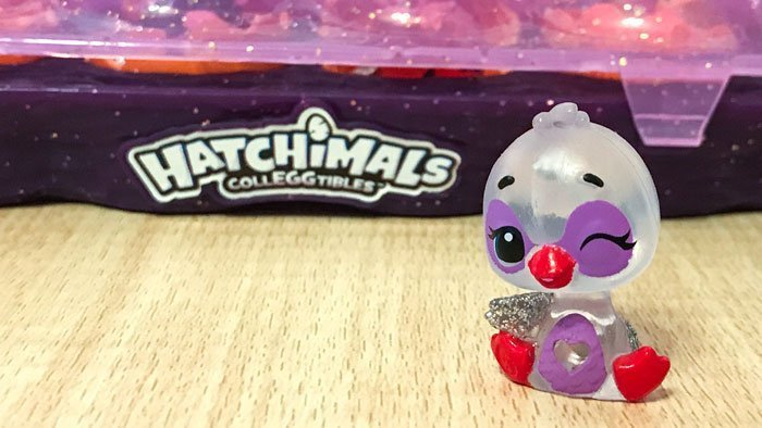 Exclusive Hatchimal Swanling Colleggtible.