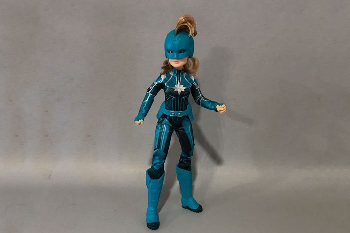 Reviewing the Captain Marvel Starforce Doll.