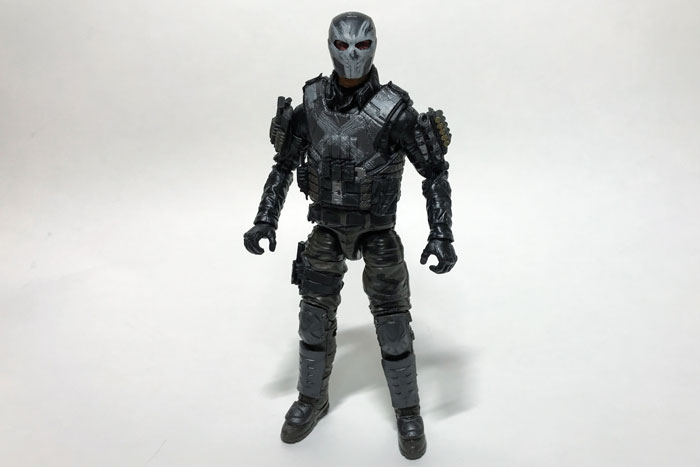 Crossbones figure without gauntlets.