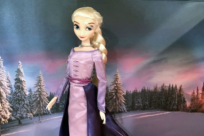 Frozen 2 Classic Elsa with snow background.