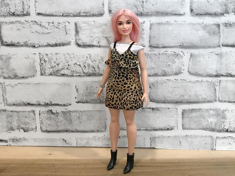 Barbie Fashionista 109 review. www.pixiedustdolls.com.