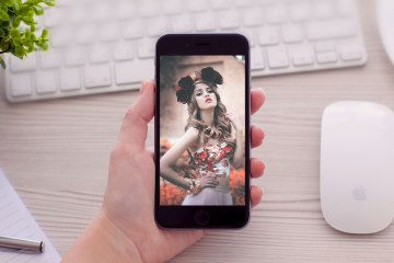 Women-Holding-iPhone-6-Mockup