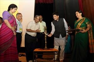1-lighting-a-lamp-on-inauguration-of-national-biogas-convention-at-iit-delhi