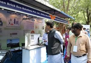 4-_visiting_exhibition_on_national_biogas_convention_
