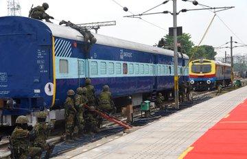 दिल्ली में CORAS (Commandos for Railway Security) के लॉंच कार्यक्रम में भाग लिया। आधुनिक हथियारों और इक्विपमेंट्स से लैस यह कमांडो किसी भी प्रकार की आपात स्थिति में तुरंत रिस्पांस देने में सक्षम है। इससे रेलवे सुरक्षा में कई गुना बढोत्तरी होगी