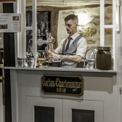 Le barman - Romu