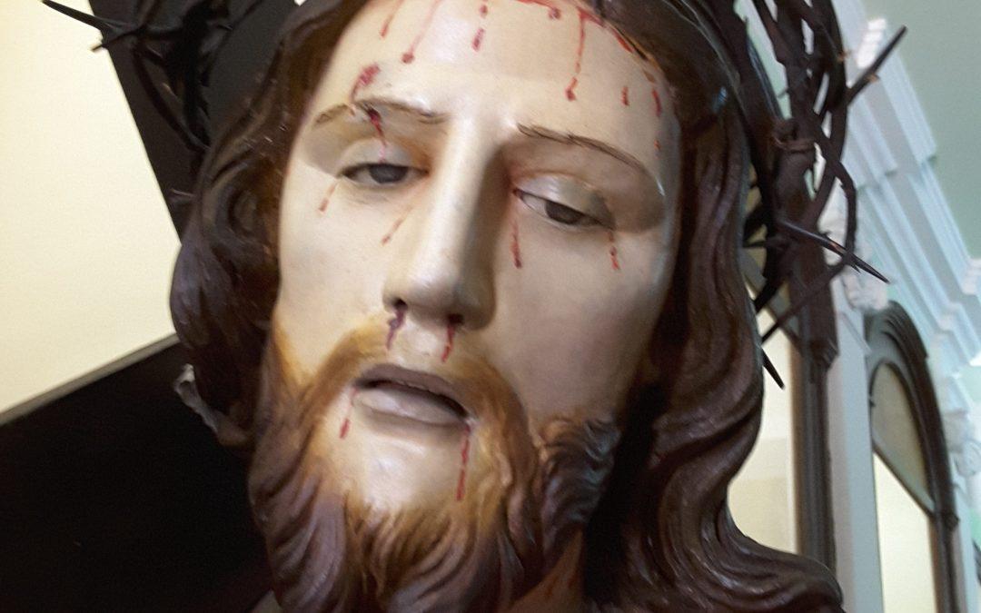 Gesù che porta la croce