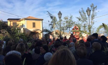 Benedizione delle palme di Don Salvatore Santaguida davanti la chiesa di San Sebastiano.
