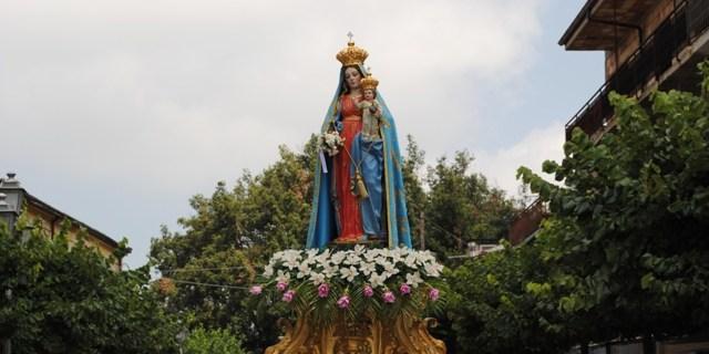 Schegge di Ultimità – La festa della Madonna di Monserrato a Vallelonga. di Vito TETI